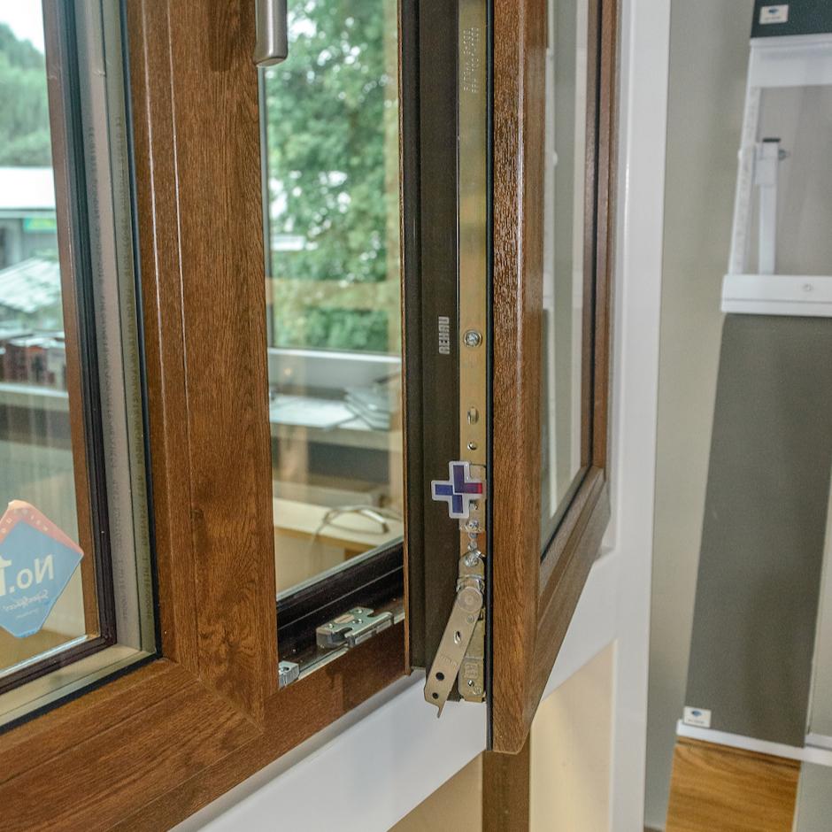 Okna, drzwi gerda, bramy garażowe